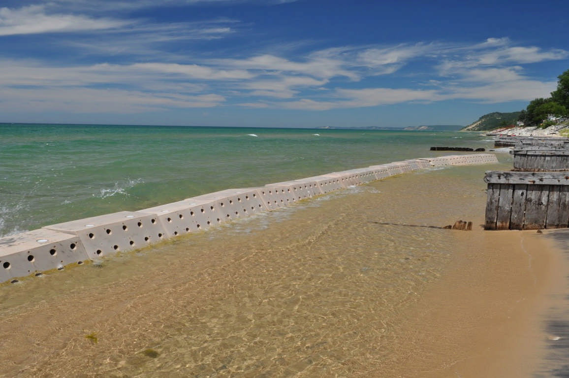 Sandsavers installed, sandgrabber, beach erosion barrier, beach renourishment device, beach barrier, beach erosion module, save beach barrier, Sandsaver, sand saver